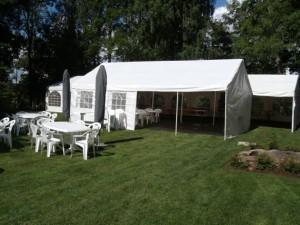 juhlakalusto ja teltta